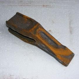 Зуб ковша для Амкодор 702